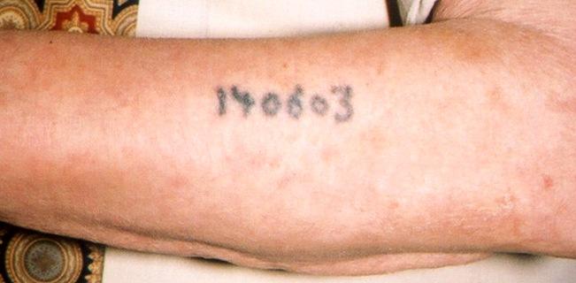 Tätowierte Nummer eines Auschwitz-Häftlings